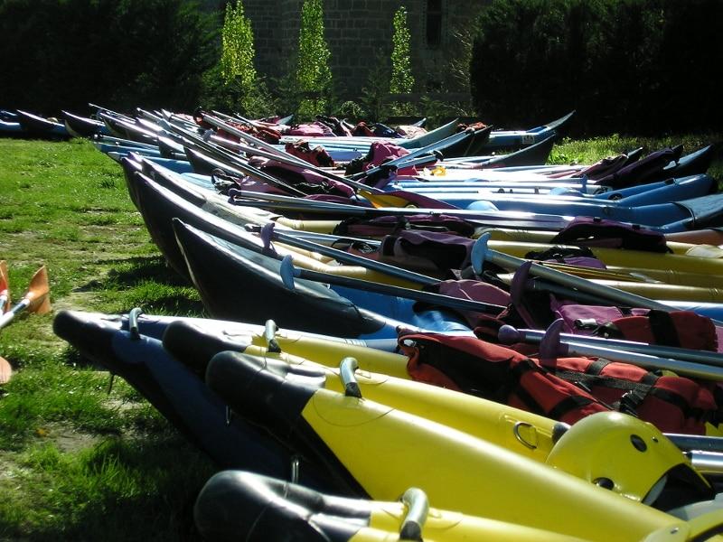 equipement cano raft pour une descente sur l'Aude dans les Pyrénées