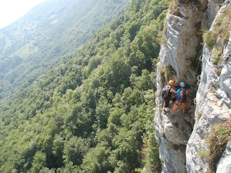 Pont de singe d'une via corda de l'Aude dans les pyrénées