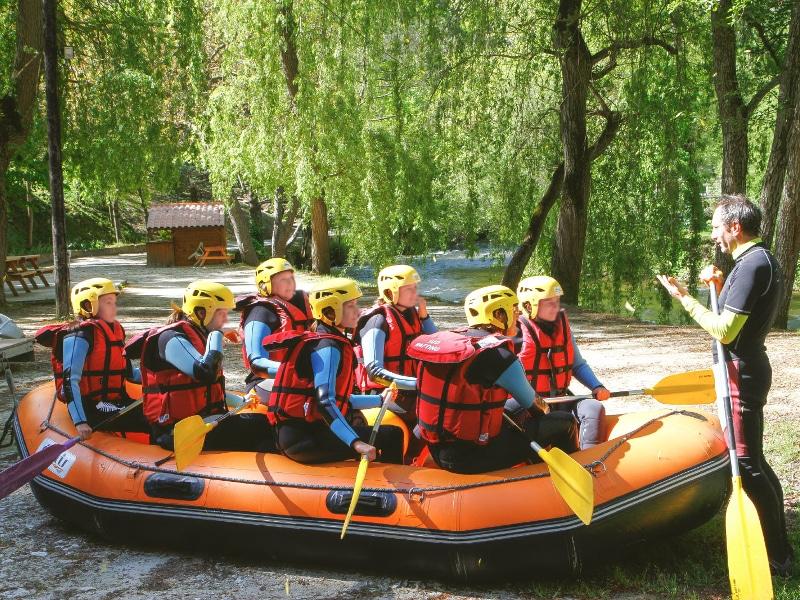 photo de l'equipement necessaire pour faire du rafting sur l'Aude dans les pyrenees
