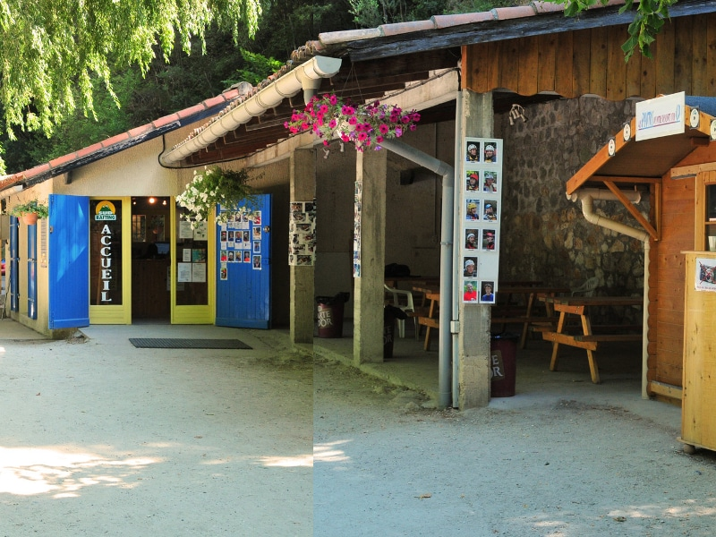 photo du bureau d'accueil de la base de loisirs Sud Rafting Aude dans les Pyrénées