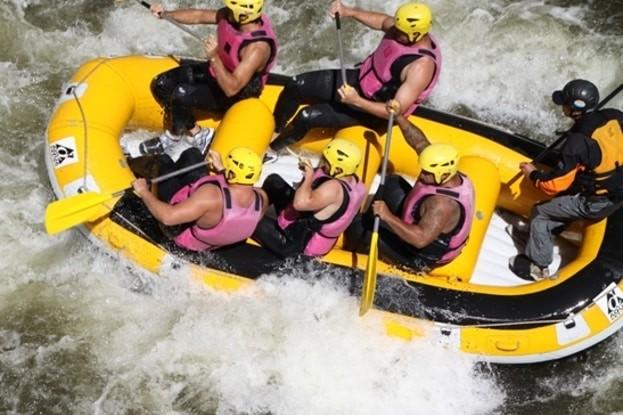 Equipe usap en rafting sur l'Aude