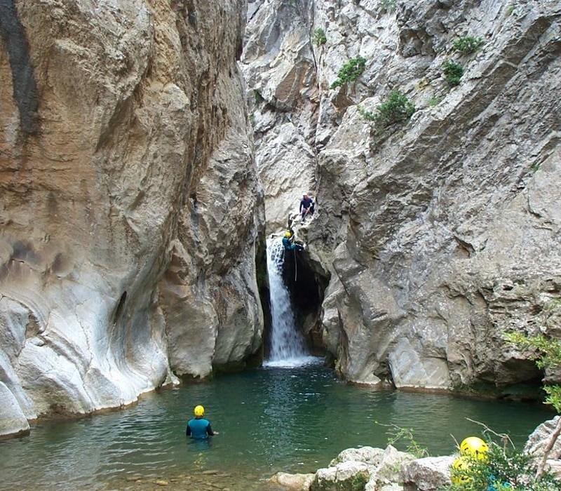 canyoning lors d'une journée eau vive dans l'Aude