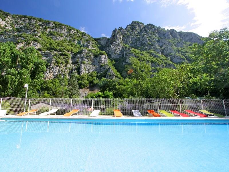 piscine du camping qui vous héberge lors du week-end rafting dans l'Aude